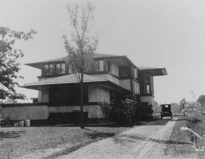 1910 - Exterior - Backyard